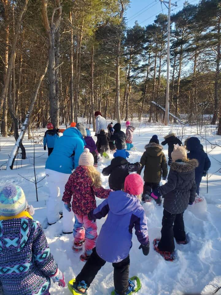 Entire class snowshoeing